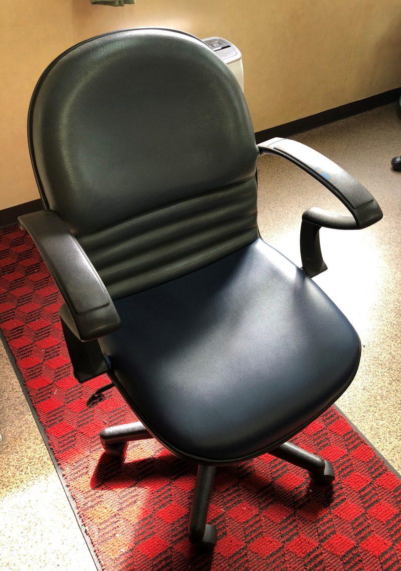 【2021.4.11-4.20】椅子のカバー張り替えました!サムネイル